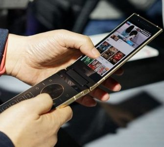 Samsung sprema W2019 flip phone